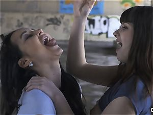 CHICAS LOCA - torrid sapphic hookup in an deserted place
