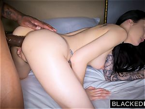BLACKEDRAW Canadian gf takes huge bbc in her culo