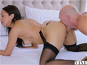 VIXEN An Irresistible secretary Fufills Her dream