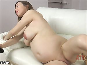 Lina fucktoys her humid little cunny