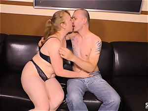 SEXTAPE GERMANY - German mature brown-haired nailed hard
