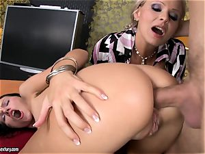 Sasha Rose gets her sexy bootie inserted by a throbbing pecker