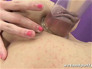 cute damsel Loreen likes to have fun with a vagina pump