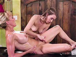 Jill Kassidy makes her warm cougar client Brandi enjoy orgasm