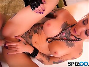 tatted bombshell goddess Kleio Valentien pummeled in her juicy cootchie pie pudding