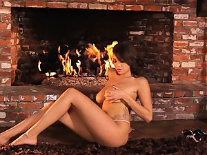 Cassidy Banks fucktoys her pussy by the fireside