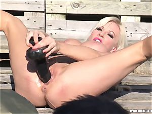 blondie fuckslut jacks with big toy pissing and face sitting