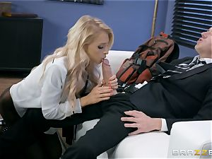 Alix Lynx screwed firm in her cunny