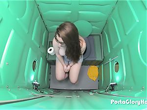 Porta Gloryhole teenager gulping spunk in public