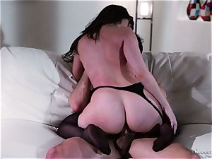 Dana DeArmond pulverized in her pussylips