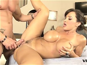 jaw-dropping cougar Lisa Ann has a taste for brazilian meat