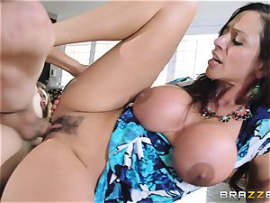 Mean mummy Ariella Ferrera entices her daughters fellow