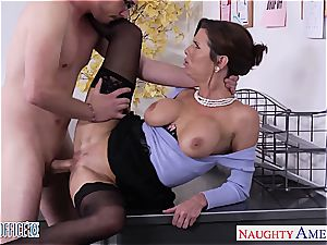 Stockinged Veronica Avluv drill in the office
