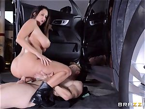steaming cop Ava Addams takes advantage of a opportunity capture